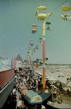 santa cruz, ca.still one of my favorite places to spend a summer day on the boardwalk! 70s Aesthetic, Summer Aesthetic, Aesthetic Vintage, Aesthetic Photo, Aesthetic Pictures, Aesthetic Collage, Photo Wall Collage, Picture Wall, New Wall