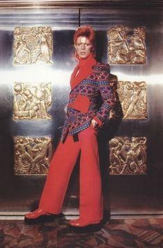 vezzipuss.tumblr.com — David Bowie, Photo @ Masayoshi Sukita, Circa 73. ...