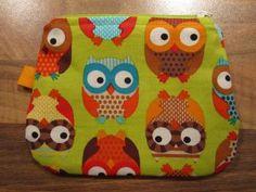 Pussukat kolikoille. Kids Rugs, Pillows, My Love, Owls, Fabric, Crafts, Shop, Haberdashery, My Boo