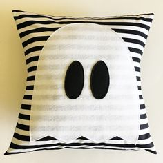 Halloween Ghost Pillow (A How-To) - Simple Simon and Company Halloween Pillows, Halloween Fabric, Halloween Ghosts, Easy Halloween, Halloween Crafts, Halloween Decorations, Halloween Sewing Projects, Halloween Ornaments, Halloween Cupcakes