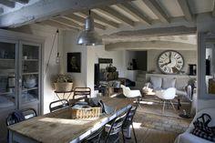 Un très beau #salon #bois #horloge                                                                                                                                                      Plus