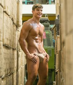 Nude athletic men and naked hot guys in sport and more - sporty dudes and horny frat boys. Thing 1, Male Form, Attractive Men, Muscle Men, Male Beauty, Hot Boys, Slip, Gorgeous Men, Dead Beautiful
