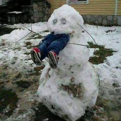 Snowman Snow Scarecrow - How To Keep Kids Out of Your Yard This Winter ---- hilarious jokes funny pictures walmart humor fails by mallory Christmas Pranks, Christmas Humor, Christmas Quotes, Christmas Snowman, Memes Humor, Funny Humor, Humor Quotes, Ecards Humor, Humor Videos