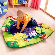 """I like how the fish can """"swim"""" back and forth in the middle if you fill it with water (could fill a transparent beach ball) Baby Tummy Time, Baby Time, Splish Splash, Peanuts Toys, 3 Kids, Triplets, Baby Play, Fun Games, Baby Gifts"""