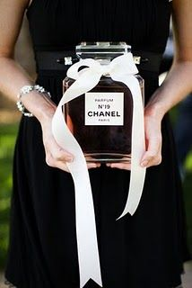 Coco Chanel & French Inspired Bridal Shower has a pink carnation garland, black silverware, a perfume mixology station & chocolate croissants Perfume Chanel, Chanel 19, Chanel Style, Chanel Beauty, Chanel Black, Chanel Creme, Perfume Ad, Chanel Fashion, Hens Party Themes