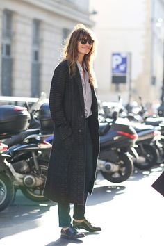 80 French Style Lessons To Learn Now #refinery29  http://www.refinery29.com/2014/10/75565/paris-street-style-photos-fashion-week-2014#slide10  Do: Stay laid back.