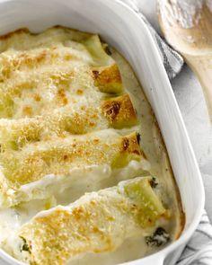 Een lekker vegetarisch gerecht van cannelloni's gevuld met boerenkool en ricotta. Ideaal voor in de winter en budgetvriendelijk.