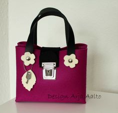 Flower purse. 100% wool felt. Dark pink.