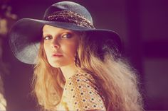 If you also long to be a bohemian goddess, make sure you know all the rules and style tips on how to wear the boho-chic fashion trend! Fashion For Petite Women, Womens Fashion Casual Summer, Office Fashion Women, Boho Fashion, Fashion Trends, Fashion Shoot, Fashion Inspiration, Vintage Fashion, Casual Chic Style