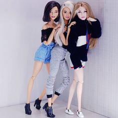 Malu, Queen e Alisha. Curtindo muito a festinha da nossa miga, parabéns miga . Doll Clothes Barbie, Barbie Doll House, Bratz Doll, Barbie Dream, Barbies Dolls, Costumes For Three People, Barbie Tumblr, Barbie Cartoon, Barbie Images