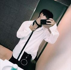 #th!ên_save_flow Cute Asian Guys, Cute Korean, Korean Men, Asian Boys, Korean Boys Ulzzang, Ulzzang Couple, Ulzzang Boy, Daddy Aesthetic, Aesthetic People