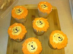 Lion cupcakes-very fancy mane-how did they do that?