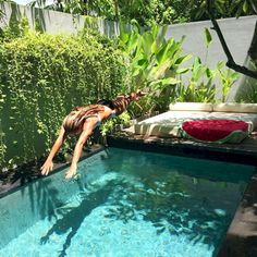 Coolest Small Pool Ideas with 9 Basic Preparation Tips - Piscine et Jacuzzi Small Swimming Pools, Small Pools, Swimming Pools Backyard, Swimming Pool Designs, Backyard Landscaping, Landscaping Ideas, Natural Landscaping, Lap Pools, Indoor Pools