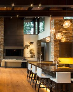 Martis Modern Mountain Home by Ward Young Architecture Interior Design Minimalist, Contemporary Interior Design, Modern House Design, Interior Design Kitchen, Interior Decorating, Decorating Games, Modern Mountain Home, Mountain Decor, Modern Lodge
