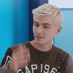 Discover & share this Gap GIF with everyone you know. GIPHY is how you search, share, discover, and create GIFs. 13 Reasons Why Reasons, Thirteen Reasons Why, Miles Heizer Hot, Pretty People, Beautiful People, Cute Memes, Tumblr Boys, Face Claims, Girls In Love