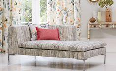 Telas de flores para cortinas y terciopelo a rayas para tapizar - Villalba Interiorismo