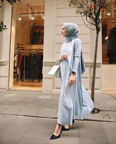 Image may contain 1 person standing Modern Hijab Fashion, Hijab Fashion Inspiration, Muslim Fashion, Modest Fashion, Fashion Outfits, Fashion Hacks, Fashion Tips, Hijab Dress, Hijab Outfit
