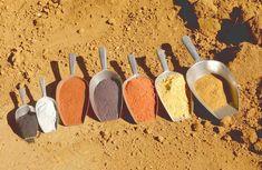 Tout savoir sur les pigments naturels : qu'est-ce que les terres colorantes ? Où se trouvent les dernières carrières françaises ? Tinta Natural, Faux Brick Walls, Organic Art, Garden Terrarium, Diy Cleaning Products, Decoration, Simple, Travel Plan, Info