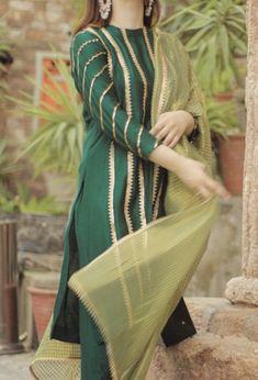 Dholki/ mayun outfit inspo - Source by - Kurta Designs, Kurti Designs Party Wear, Stylish Dress Designs, Stylish Dresses For Girls, Simple Dresses, Girls Dresses, Pakistani Fashion Party Wear, Pakistani Wedding Outfits, Indian Fashion