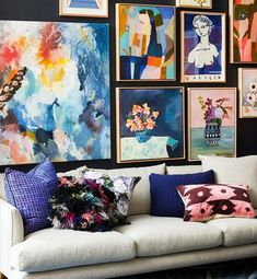Kitnet & Studio Decoration: Designs & Photos - Home Fashion Trend Staircase Wall Decor, Home Wall Decor, Art Decor, Living Room Decor, Cushions Online, Colourful Living Room, Soft Furnishings, House Colors, Painting Inspiration