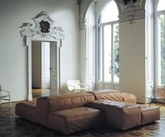 Comfy & sculptural seating-in-the-round