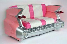 Objetos locos: sillones creativos  Un sillón con forma de auto vintage