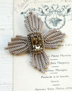 Wonderful brooch. Looks diffucult but is very easy.