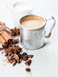 Spicy chai latte - Pinned onto ★ ★ Coffee Club, Coffee Time, Coffee Equipment, Hot Chocolate Recipes, I Love Coffee, Afternoon Tea, Tea Cups, Tableware, Collages