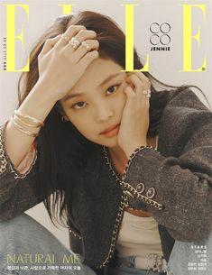Nửa kín nửa hở, Jennie (BLACKPINK) càng khiến dân tình bấn loạn vì hờ hững bờ vai sexy cùng đôi chân dài trứ danh - Ảnh 2. Blackpink Jennie, Marie Claire, South Korean Girls, Korean Girl Groups, Blackpink Members, Kim Jisoo, Elle Magazine, Magazine Covers, How To Pose