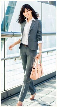 濃いめのグレーで綺麗めコーデ♡レディーススーツパンツのコーデ♪スタイル・ファッションの参考に♪