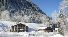 Au Bois de Lune Châtel Located in the ski resort of Chatel, just 1 km from the town centre, this chalet-style hotel offers a free shuttle service to the ski slopes and town centre and free Wi-Fi access. The property is 38 km from both Morzine and Evian.