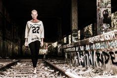 pamelas fotoshooting in münchen - kommando: kunst. fotograf in münchen.