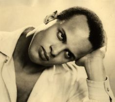 Beautiful young Harry Belafonte by Dorothy Wilding, 1954 Hooray For Hollywood, Golden Age Of Hollywood, Vintage Hollywood, Hollywood Glamour, Harry Belafonte, Beautiful Men, Beautiful People, Handsome Black Men, Film Books