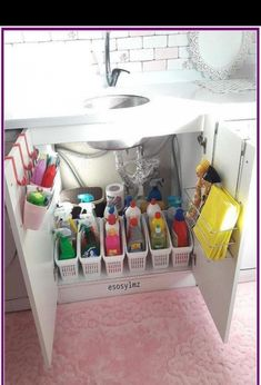 DIY First Apartment Organization Ideas - For the Home DIY First Apartment Organization Ideas DIY First Apartment Organization Ideas ⋆ amplif Kitchen Organization Pantry, Bathroom Organisation, Diy Organization, Organizing Ideas, Organising, Bathroom Ideas, Bathroom Storage, Organized Bathroom, Organization Ideas For The Home