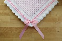 Sweet Georgia Heirloom Baby Blanket Crochet Pattern, Granny Square with Scalloped Border, Ribbon and Bow for Baby Girl or Baby Boy Nursery Crochet Baby Blanket Free Pattern, Crochet Edging Patterns, Crochet Edgings, Crochet Granny, Free Crochet, Knitting Patterns, Chevron Crochet, Kids Knitting, Crochet Daisy