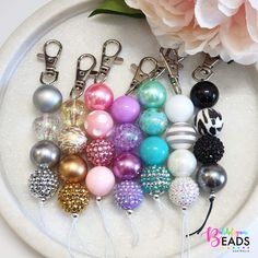 Stamped Jewelry, Resin Jewelry, Beaded Jewelry, Jewellery, How To Make Keychains, How To Make Beads, Cute Keychain, Bead Keychain, Keychain Ideas