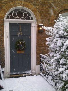 Modern Country Style: The Best Grey Front Door Paint Colours Gray Front Door Colors, Grey Front Doors, Beautiful Front Doors, Painted Front Doors, Front Door Christmas Decorations, Christmas Front Doors, Modern Country Style, Country Style Homes, House Front