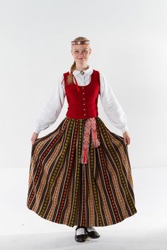 Tautas tērpu skate - Zemgales tautas tērps