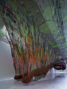 Ernesto Neto, O Bicho SusPenso na PaisaGen. 2011, polyamide, nylon, glass beads, styrofoam