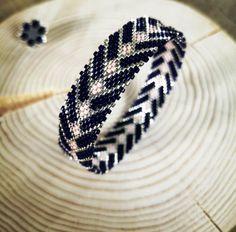 Peyote Beading Patterns, Bead Crochet Patterns, Beaded Bracelet Patterns, Loom Beading, Beaded Jewelry, Handmade Jewelry, Making Bracelets With Beads, Woven Bracelets, Jewelry Making