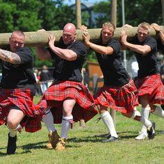 Highland Games juegos de las tierras altas. Los más famosos son los de las localidades de Inverness (19 y 20 de julio), Cowal (28, 29 y 30 de agosto) y Braemar (6 de septiembre).