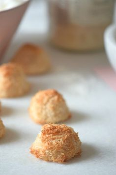 Delicious and healthy coconut macaroons made with only 2 ingredients!! | carmelapop.com
