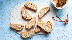 Tyto italské sušenky jsou vlastně tvrdé mandlové suchárky, které se tradičně jedí namáčené do kávy, kakaa či čaje a nejčastěji do dezertního vína, například do Brownie Cookies, Paleo Recipes, Biscotti, Granola, Cereal, Low Carb, Gluten Free, Fresh, Baking