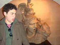 21 People Having Too Much Fun With Statues (PHOTOS)