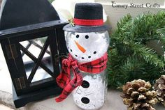 Looking for some snowman ideas you can make for your homestead? If you are in need of some creative snowman ideas to populare your front yard then check this out. 18 Snowman Ideas To Populate Your Homestead Mason Jar Snowman, Mason Jar Crafts, Mason Jar Diy, Frosty The Snowmen, Cute Snowman, Snowman Crafts, Ornament Crafts, Holiday Crafts, Christmas Crafts