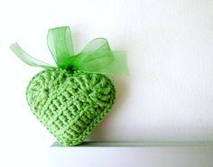 Green Crochet Heart. Inspiration.✭Teresa Restegui http://www.pinterest.com/teretegui/ ✭