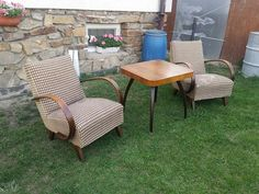 Křesla Halabala typu C plus stolek pavouk - obrázek číslo 1 Outdoor Chairs, Outdoor Furniture, Outdoor Decor, Home Decor, Decoration Home, Room Decor, Garden Chairs, Interior Decorating, Outdoor Furniture Sets