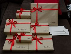 12 Cheap Christmas Gift Wrapping Styles To Do At Home! 12 Cheap Christmas Gift Wrapping Styles To Do At Home! Present Christmas, Cheap Christmas Gifts, Christmas Gift Wrapping, All Things Christmas, Xmas Gifts, Holiday Fun, Christmas Holidays, Christmas Crafts, Christmas Decorations