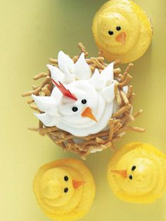 Perfect for Easter! Cute little chick and hen cupcakes