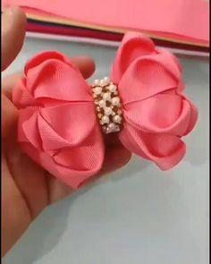 Making Hair Bows, Diy Hair Bows, Diy Bow, Diy Ribbon, Ribbon Crafts, Homemade Hair Bows, Ribbon Flower Tutorial, Hair Bow Tutorial, Fabric Bows